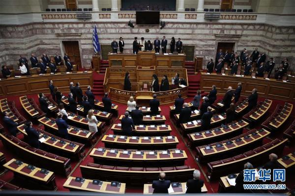 希腊首位女性总统是谁(希腊首位女总统萨克拉罗普卢宣誓就职)