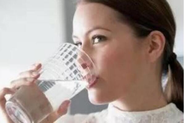 8杯水正确喝水时间表(可以排毒养颜)