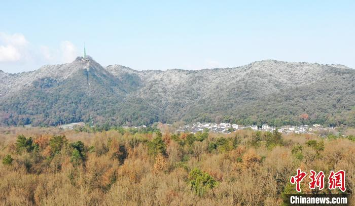 杭州大雪(西湖群山披银装)