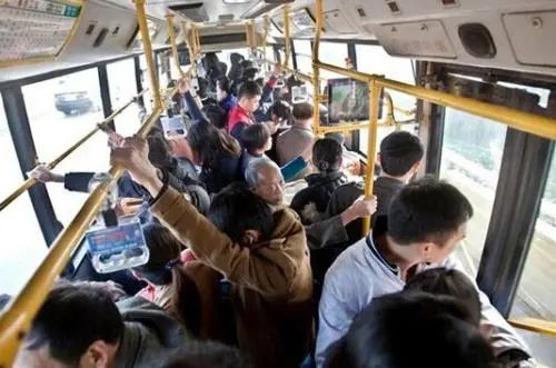 为什么公交车允许超载(公交车有没有超载的说法)