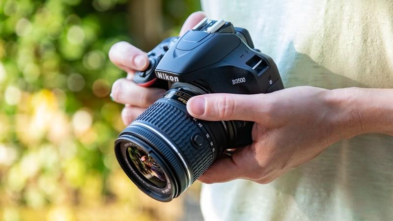 学生入门级单反相机推荐(平价易上手的10款单反相机)