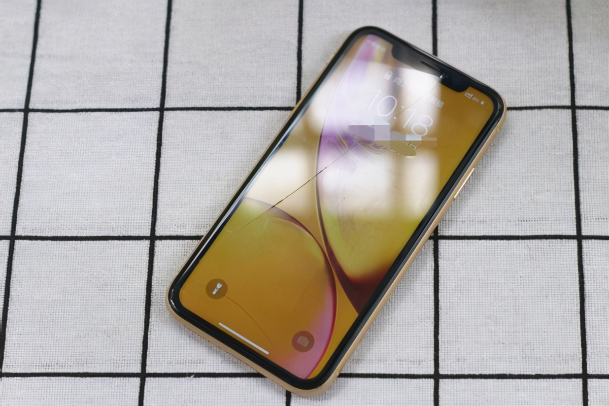 苹果xr屏幕多大尺寸(四招解决苹果xr外屏玻璃碎了的问题)