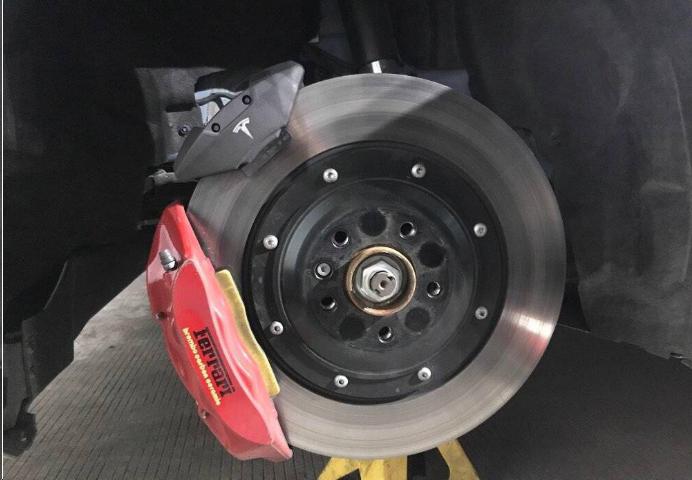 小车刹车有响声是怎么回事(刹车异常原因和维修方法)